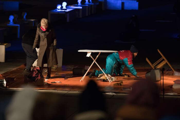 Na problematiku dostupnosti bydlení upozornilo představení divadla Feste. Foto Vladimír Čičmanec