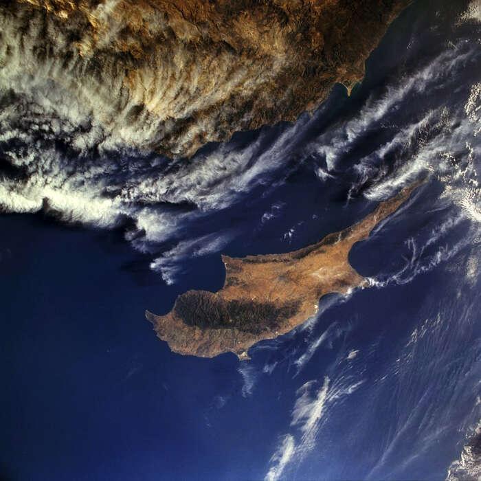 Sem sevyplatí převést zisky. Kypr, jedna zezemí spověstí evropského daňového ráje. Foto goodfreephotos.com