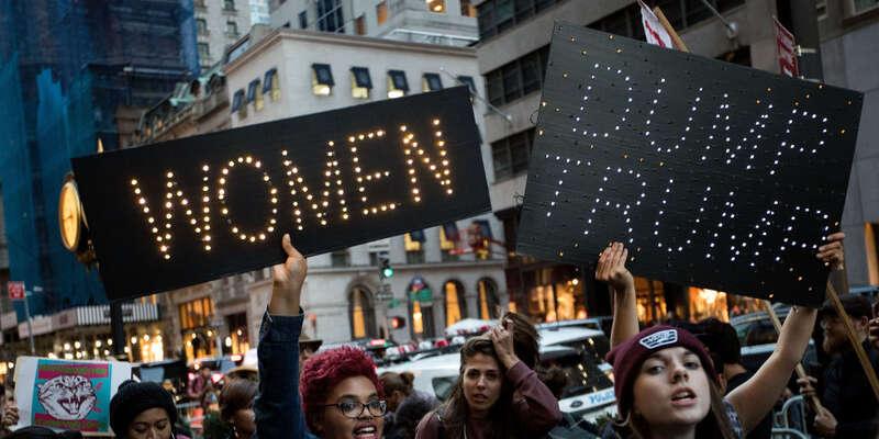 Pochod naWashington ukázal, že lékem naTrumpem reprezentovanou post-pravdu jeláska vyjádřená vaktivním zájmu odruhé. Fotohearstapps.com