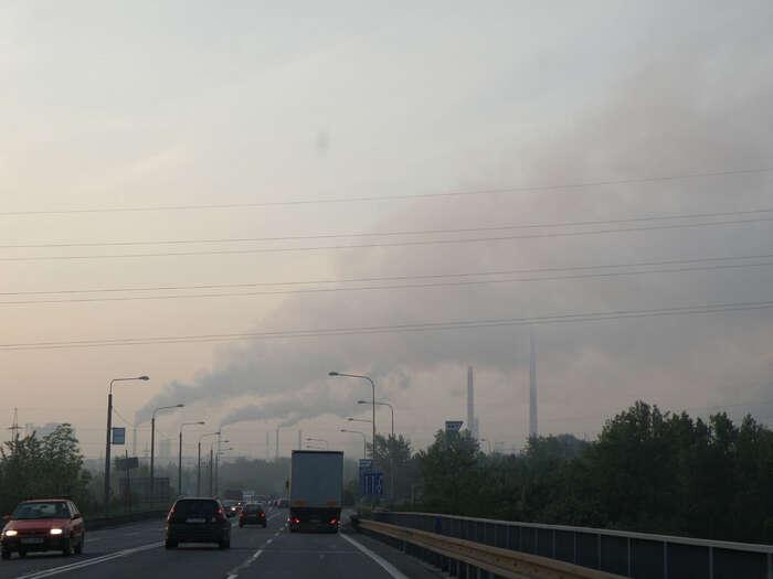 Znečištěný vzduch zhoršuje zdraví obyvatel, zemědělskou produkci abiodiverzitu, způsobuje korozi materiálů. Foto Rob, flickr.com