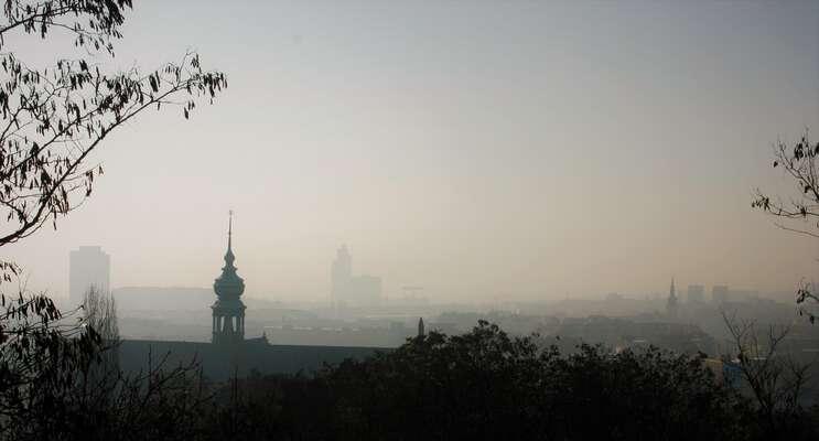 Praha, Brno iOstrava překročí zákonem stanovený roční limit znečištění ovzduší pravděpodobně už vpolovině března.Foto Barbora Bakošová, DR