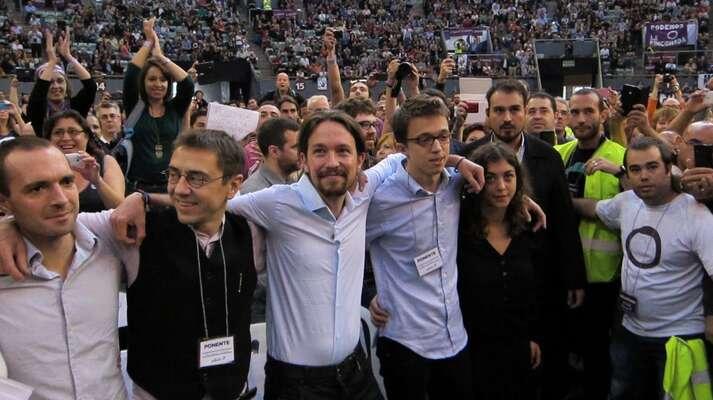 Íñigo Errejón (čtvrtý zleva) nenesl svou prohru lehce. Foto archiv EP