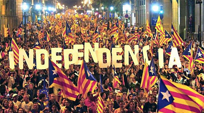 Možná překvapivěmezi Katalánci mírně převažují ti, kteří sinezávislost nepřejí. Fotothelocal.es