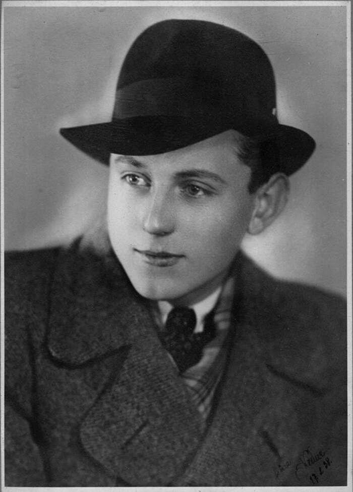 Silvestrův portrét zroku 1938, pořízený deset měsíců před jeho odjezdem doSingapuru. Repro Jan Beránek