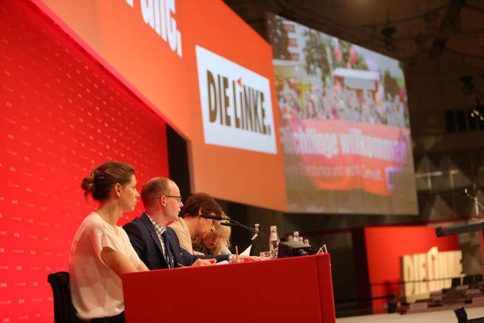 Vstupovat dovládní koalice ariskovat ztrátu identity, nebo zůstat