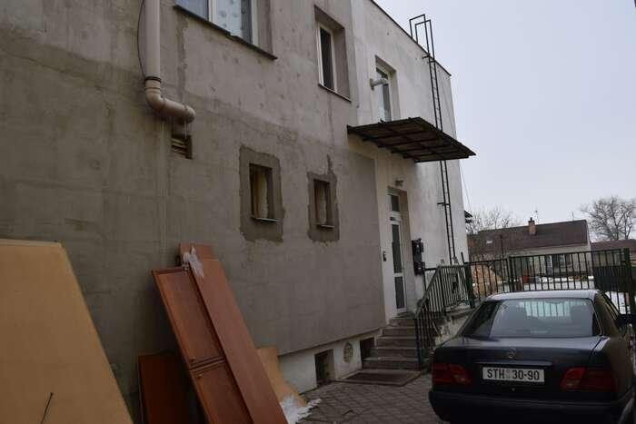 Přímo veVodňanech jsme během pouhých dvou návštěv objevili šest různýchdělnických ubytoven, další má vzniknout zbývalého sídla policie. Foto Jakub Patočka, DR