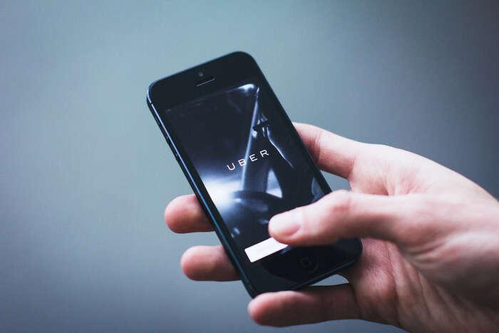 """Na každém místě, kde Uber narazil naregulace — což jevíce méně všude — sechová jako darebácká firma, které sejednoduše odmítá podřídit místním zákonům azastrašuje místní úředníky,"""" říká americký novinář Steven Hill. Foto Flickr"""