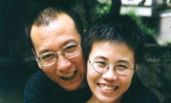 Liou Siao-po sesvou ženou Liou Sia. Světová demokratická veřejnost senyní obává také ojejí osud. Foto Amnesty International