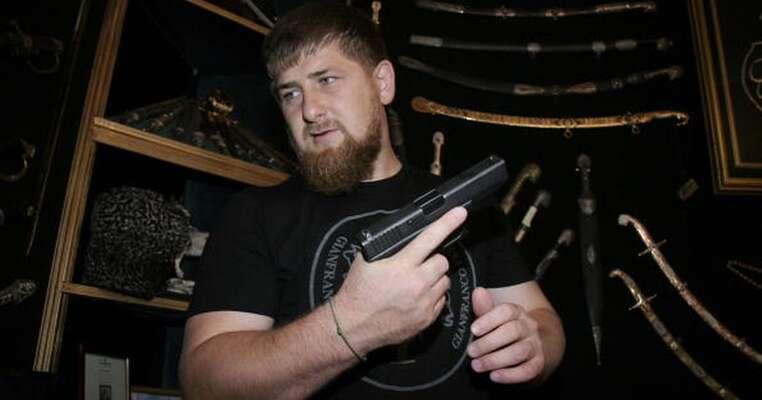 Čečenský prezident nejprve popřel, že vjeho zemi nějací homosexuálové vůbec existují, poté navrhl reportérovi, ať sije vezme ssebou doKanady. Repro DR