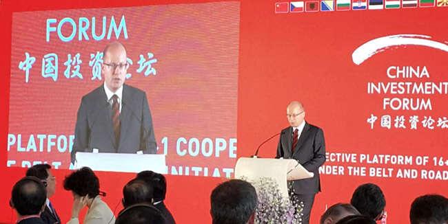 Projev premiéra Sobotky nautajeném Čínském investičním fóru, které se18. až 19. července konalo naPražském hradě. Repro DR