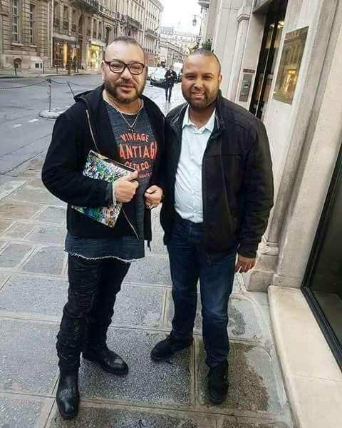 Mohammed VI. (vlevo) serád fotí vnejrůznějších módních outfitech. Foto Facebook