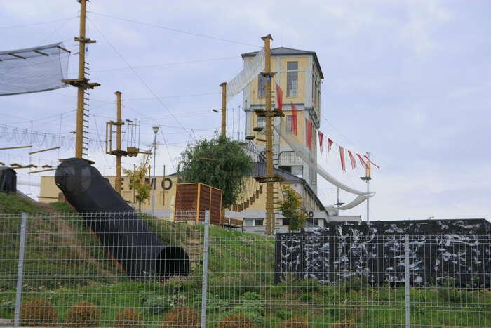 Z bývalé těžní věže jednes zábavní park Permonium. Foto Barbora Bakošová