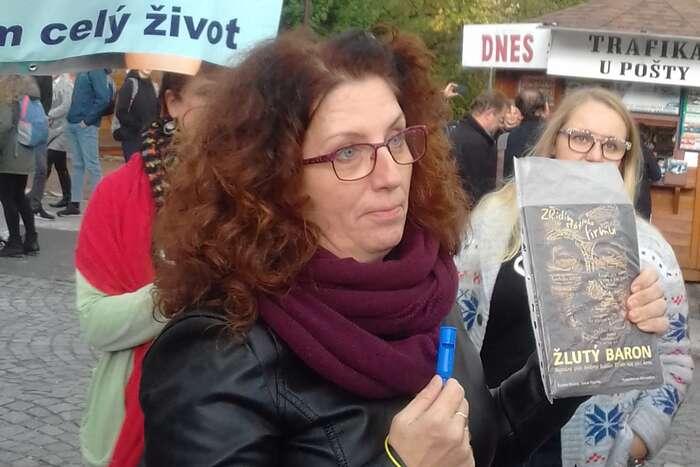 Kdo kandiduje sčíslem 19? Tychtěj referendum omuslimácích, ne? Foto Petra Dvořáková, DR