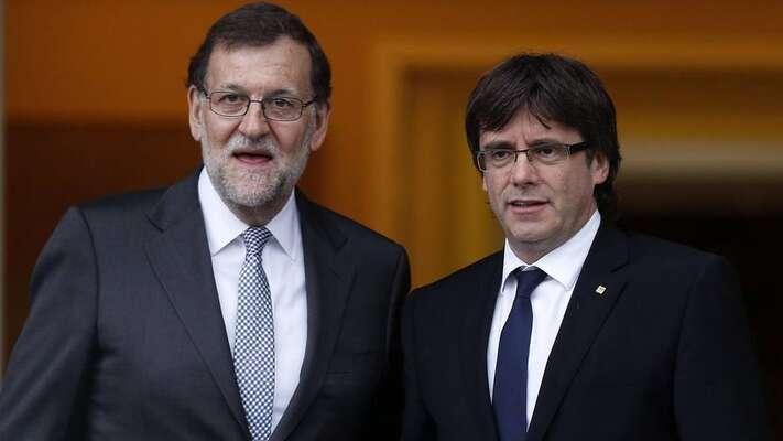 Premiéři Mariano Rajoy (vlevo) aCarles Puigdemont seod sporného referenda ještě nesetkali. Foto archiv Racocatala.net