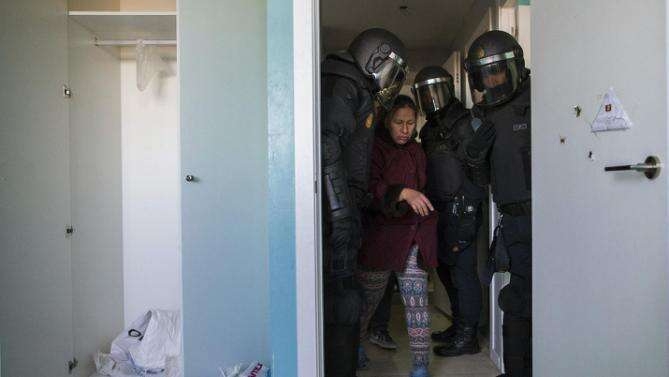 Španělská zkušenost sřadou násilných vystěhování tamější společnost, hlavně mladé lidí, změnila. Foto Red power media