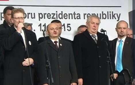 Prezident Miloš Zeman nademonstraci české rasistické spodiny, 17. listopadu 2015. Foto ČT
