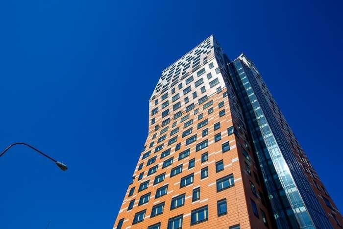 AZ Tower, nejvyšší stavba vrepublice ataké exemplární příklad nezvládnuté práce města sdeveloperem. Repro DR