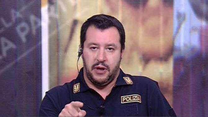 Matteo Salvini sepřipravoval napředčasné volby již odjara. Ikdyž zůstával vefunkci vicepremiéra aministra vnitra, vedl vprvní polovině léta vzásadě už jen kampaň. Repro ztelevizního vysílání