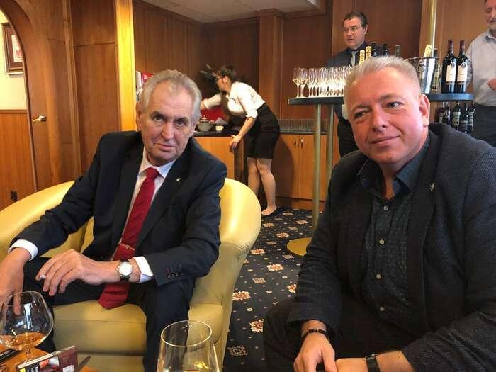 Okruh přátel staronového prezidenta sevČSSD zřejmě bude dále rozšiřovat. Foto Twitter