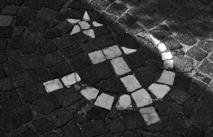 Chaotické vyrovnávání sesminulostí bez pochopení askrze kolektivní odsouzení nazákladě přináležitosti knějaké skupině či organizaci doposud pokračuje. Foto Flickr