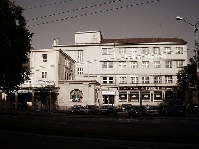 Hradecký sjezd sociální demokracie sevroce 1993 sešel vprostorách Kulturního domu Střelnice. Popětadvaceti letech sesem delegáti strany vneděli vracejí. Foto WmC