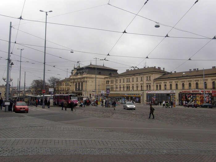 """Příklad politického selhání ČSSD? Tahle, slovy železničního odborníka """"největší sabotáž české železniční sítě oddruhé světové války"""", která seprohlasovává proti vůli většiny veřejnosti, aproti názoru většiny odborníků. Foto Archiv DR"""