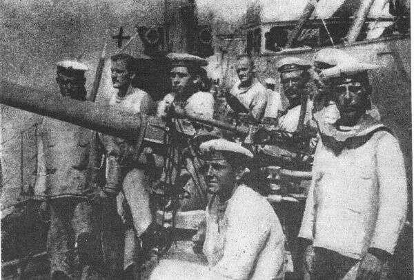 František Koucký (druhý zleva) položil život zavlast avynikl statečným postojem vesvé poslední chvilce. Repro DR