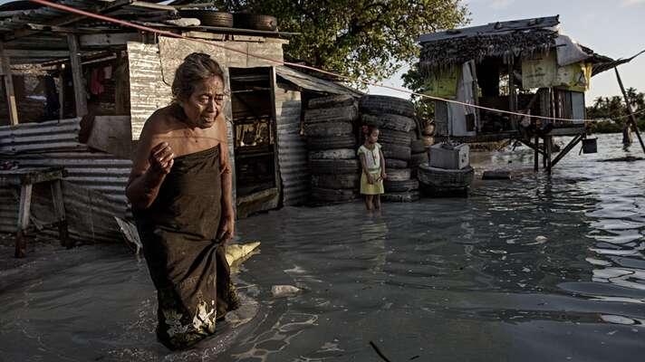 Právě před extrémními klimatickými podmínkami přitom prchá stále větší množství lidí a dobudoucna semohou stát vůbec nejvýznamnější příčinou migrace nasvětě. Foto AlJazeera