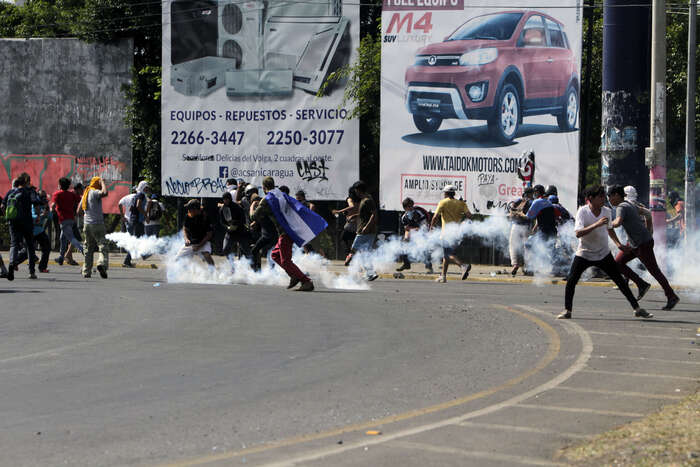 Mnohatýdenní pouliční boje významně poškodily hospodářství. Nejen proto nejsou další vyhlídky Ortegova klanu příliš nadějné. Foto Ticotimes.net