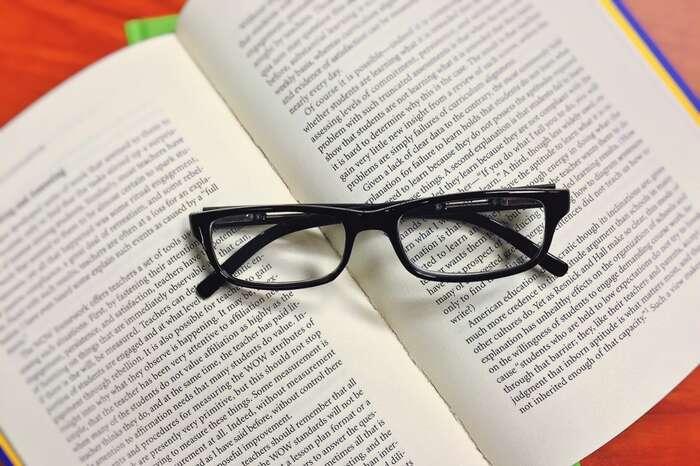 Vyhledavače shody textu nedokážou postihnout například případ, kdy student doslově přeloží text zjiného jazyka aneuvede zdroj. Foto pxhere.com