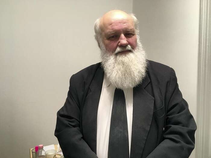 Pastor Gábor Iványi sepokusil neúspěšně přinést jídlo hladovějícím uprchlíkům vtáboře Roezske. Foto The National