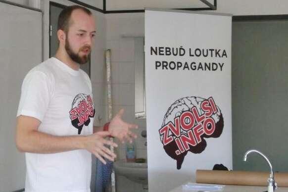 Projekt Zvol siinfo vedou přímo studenti FSS vBrně, kteří pořádají přednášky hlavně nazákladních astředních školách. Repro DR