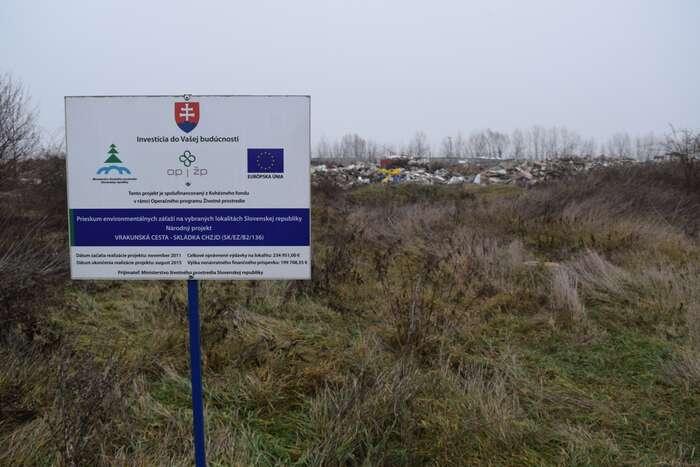 Celkem jasně vše směřovalo ktomu, aby likvidaci starých ekologických zátěží zaplatila Evropská unie. Jak už seto veVrakuni děje. Foto Jakub Patočka, DR