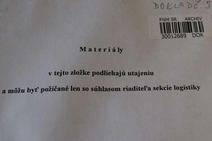 Deník Referendum seponořil doarchivů azískal dosud nezveřejněné dokumenty: privatizační smlouvu, podnikatelský záměr ařadu dalších. Repro DR