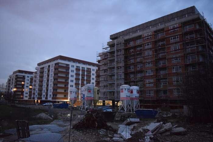 Jak jsme sepřesvědčili navlastní oči, vbezprostředním okolí Istrochemu už nová bytová výstavba čile kypí. Foto Jakub Patočka, DR
