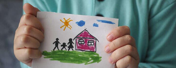 Dítě, které sedo ústavní péče dostane hned ponarození, vystřídá až čtyři