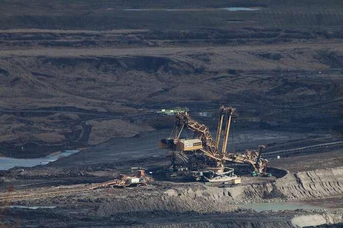 Těžba hnědého uhlí jezlatý důl dodnes - pro soukromé firmy, které získaly doly levně a zavytěžené uhlí vmajetku státu nemusí platit téměř nic. Foto Tomáš Adamec