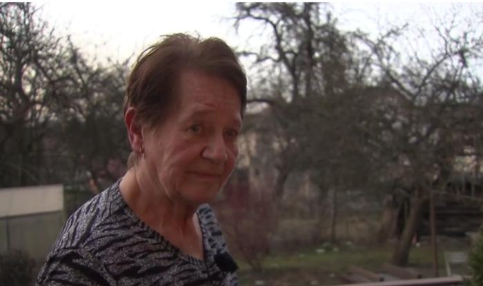 Sedmasedmdesátiletá Miroslava Pěčková serozhodla zažalovat stát, který hájí zisky majetných proti zdraví vlastních obyvatel. Repro DR