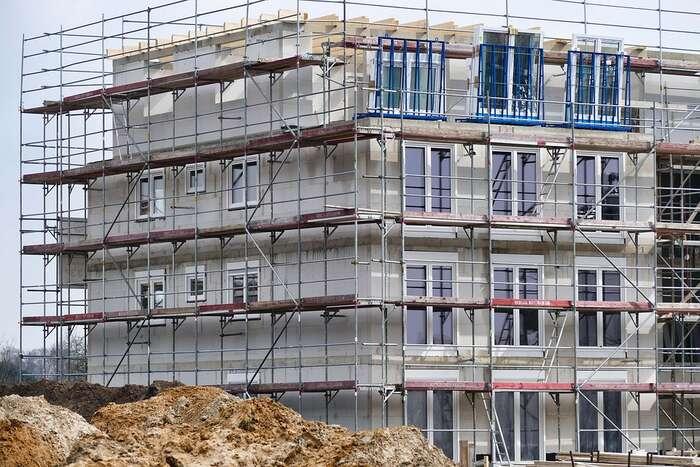 Na dlouhé lhůty pro výstavbu, atedy ivysoké ceny nedostatkových bytů, mají prý developeři řešení. Opravdu? Foto Max Pixel