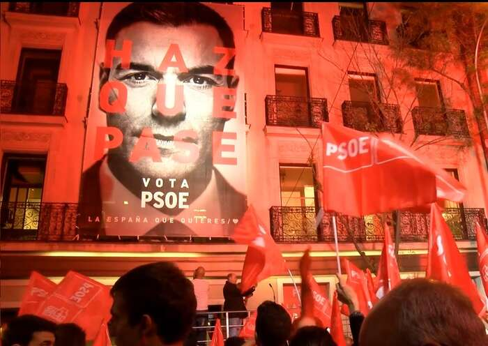 Tvář socialistického předsedy Pedra Sánchéze byla vtěchto volbách doslova všude. Foto PSOE, PD