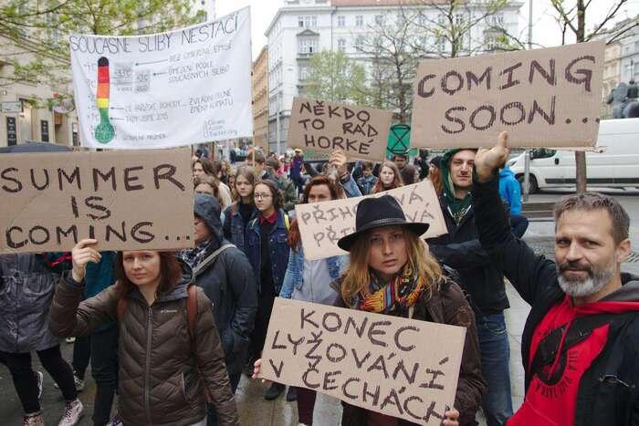 Protestující studenti sechovají zraleji než mnozí jejch učitelé. Foto Peter Tkáč, DR