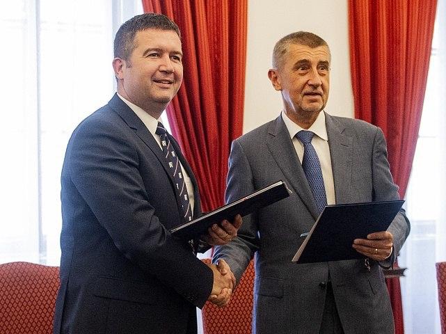 Premiér Babiš přišel dopolitiky zbyznysu apotýká sevíce či méně  neúspěšně stím, že stát jako firma nefunguje anebo setomu brání. Foto ČSSD