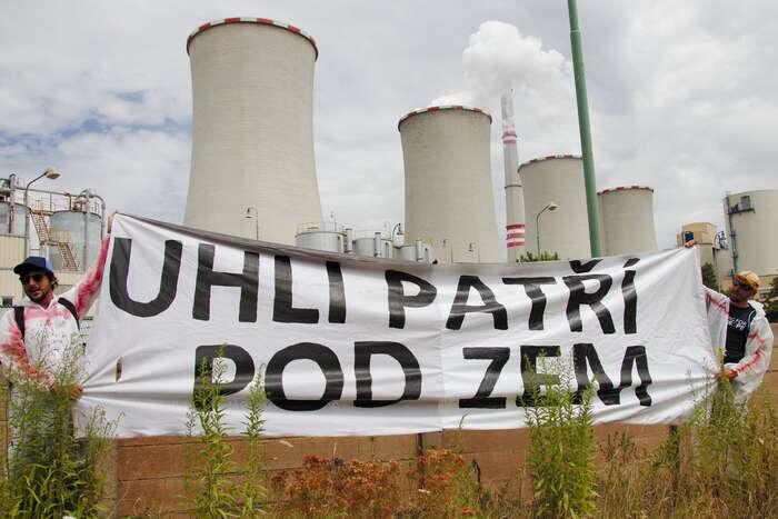 Hlavními důvody, proč aktivisté elektrárnu právě vtěchto dnech blokovali, semédia hlavního proudu příliš nezaobírala. Foto Peter Tkáč