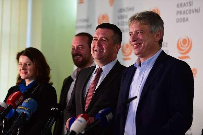 Tvář dnešní ČSSD: sloužit oligarchům, dusit občanskou společnost. Foto FBČSSD