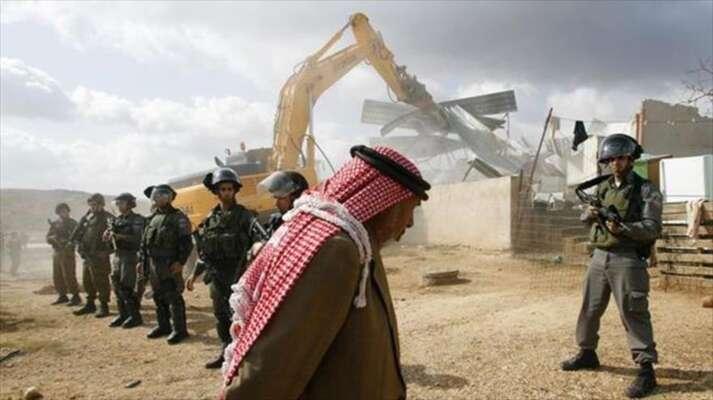 Palestinci žijící mimo vybrané zóny nemají šanci dostat stavební povolení. Pokud sidům přesto postaví, jejim zbořen aještě jsou ponich vymáhány náklady. Repro zvideozáznamu