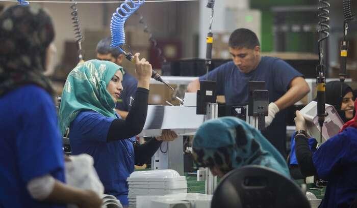 Ve vlastním Izraeli tvoří dnes Palestinci dvacet procent populace. Jsou velmi dobře integrovaní domístní ekonomiky, stejné postavení jako majorita však nemají. Foto SodaStream Co.