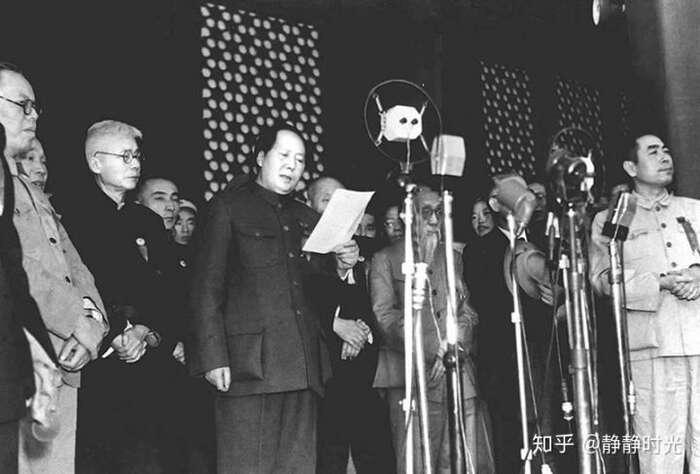 """""""Krajané, dnes byla ustavena ústřední vláda Čínské lidové republiky!""""Fotozhuanlan.zhihu.com"""