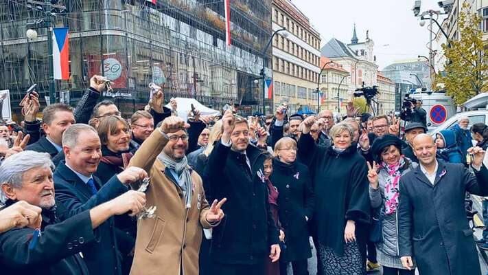 Zatímco hnutí ANO stačilo nazisk poslaneckého křesla 19tisíc hlasů, Starostové potřebovali najeden mandát hlasů více než 43tisíc. Foto Facebook STAN