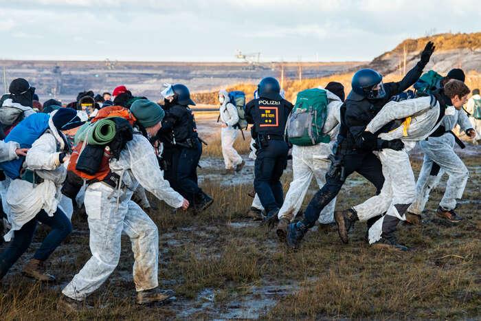 Ochránci klimatu byli tentokrát vevýrazné přesile. Foto Petr Tkáč, DR