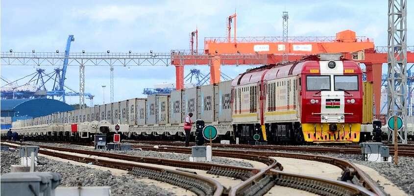 Do přístavu míří každý den třicet nákladních vlaků. Foto Container-News, Twitter
